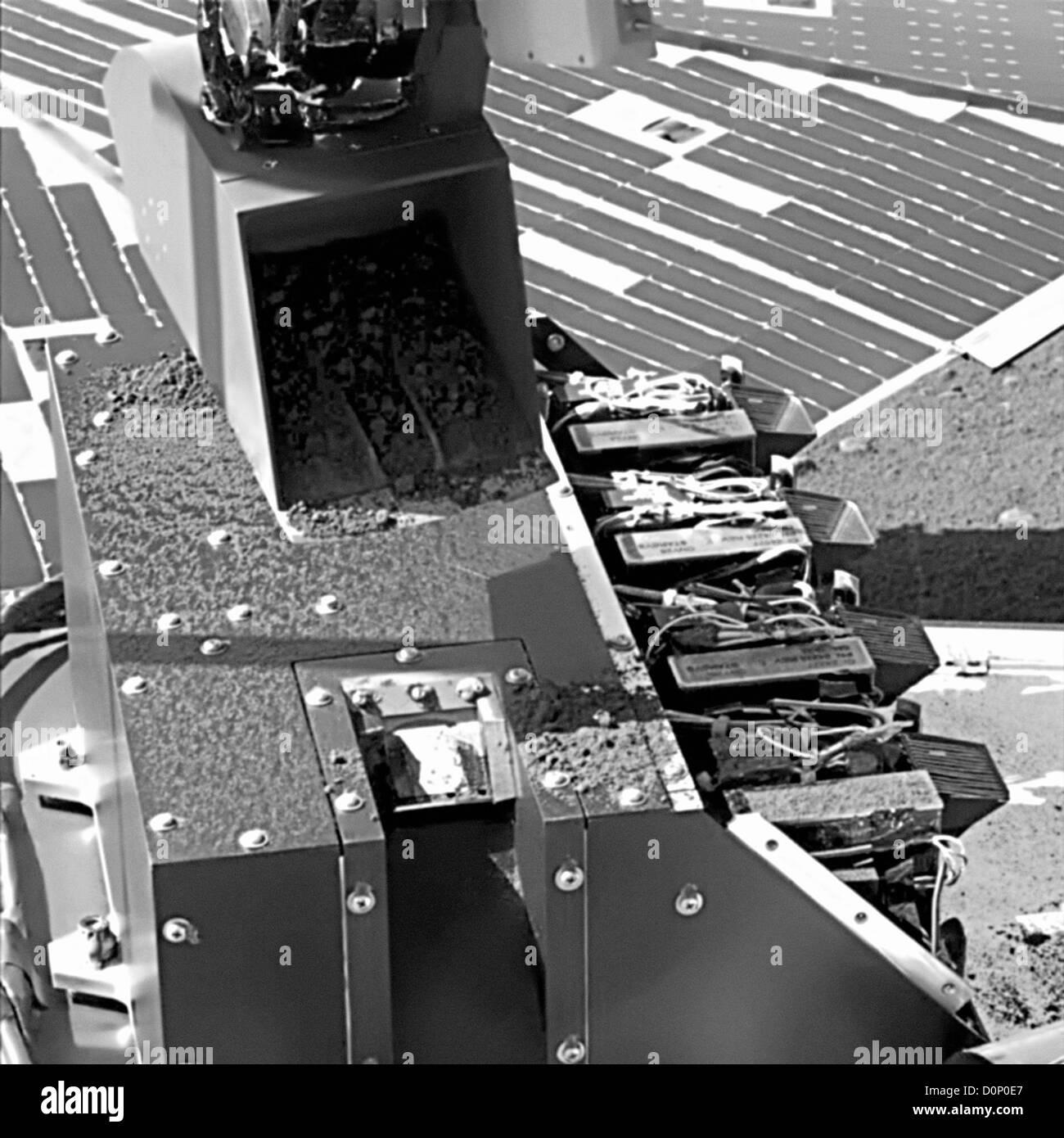 Phoenix's Robotic Arm Delivers Soil Samples - Stock Image