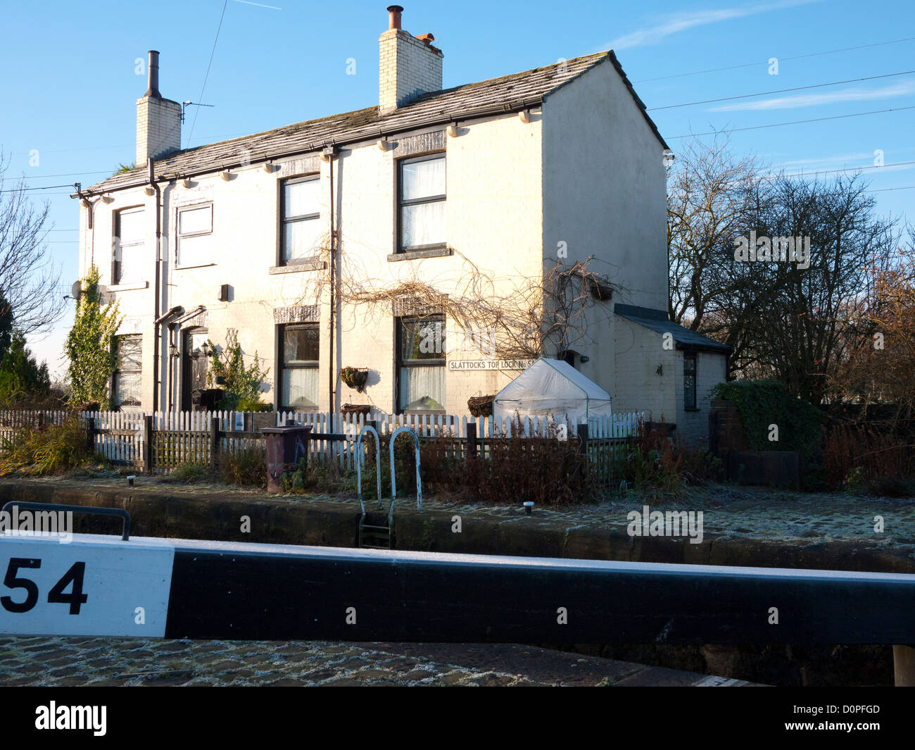 Lock Keeper Cottage, on the Rochdale canal at Slattocks, Middleton, Greater Manchester, UK. - Stock Image