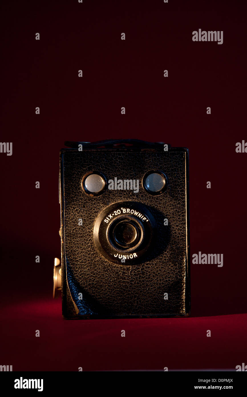 An old Box Brownie camera on a red background - Stock Image