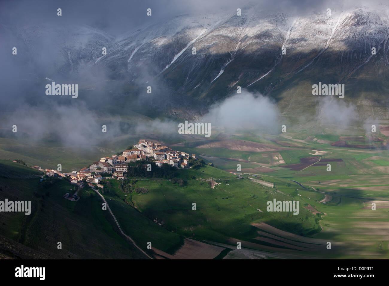 Castelluccio and the Piano Grande, Monti Sibillini National Park, Umbria, Italy - Stock Image
