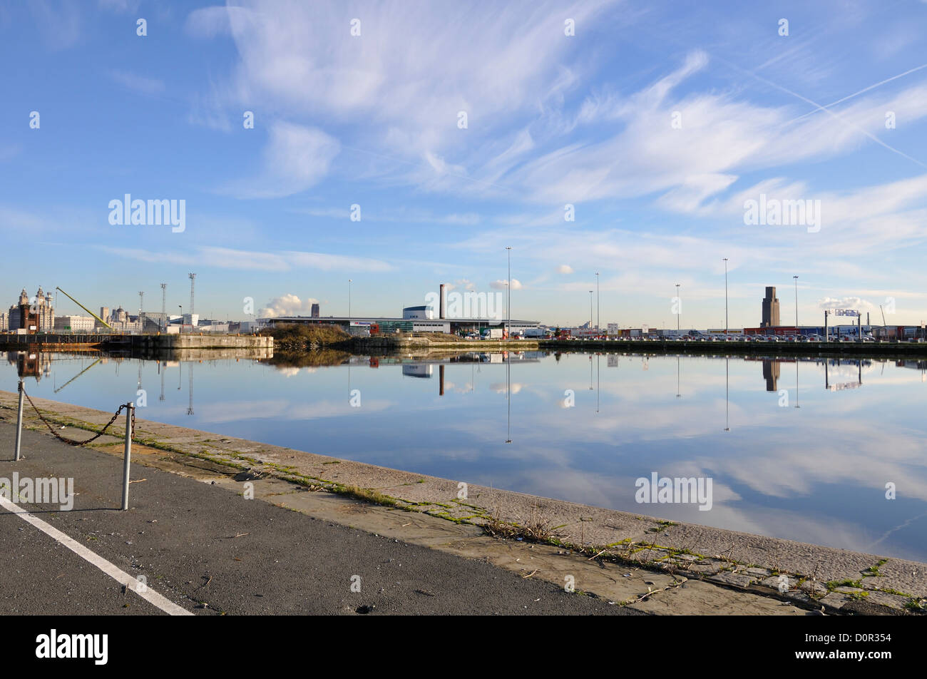A deserted quayside on the River Mersey - Stock Image