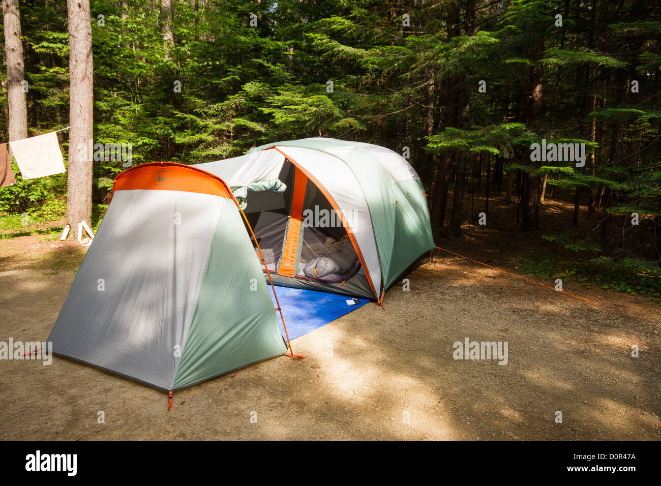 Large 3 person REI Hobitat tent with a