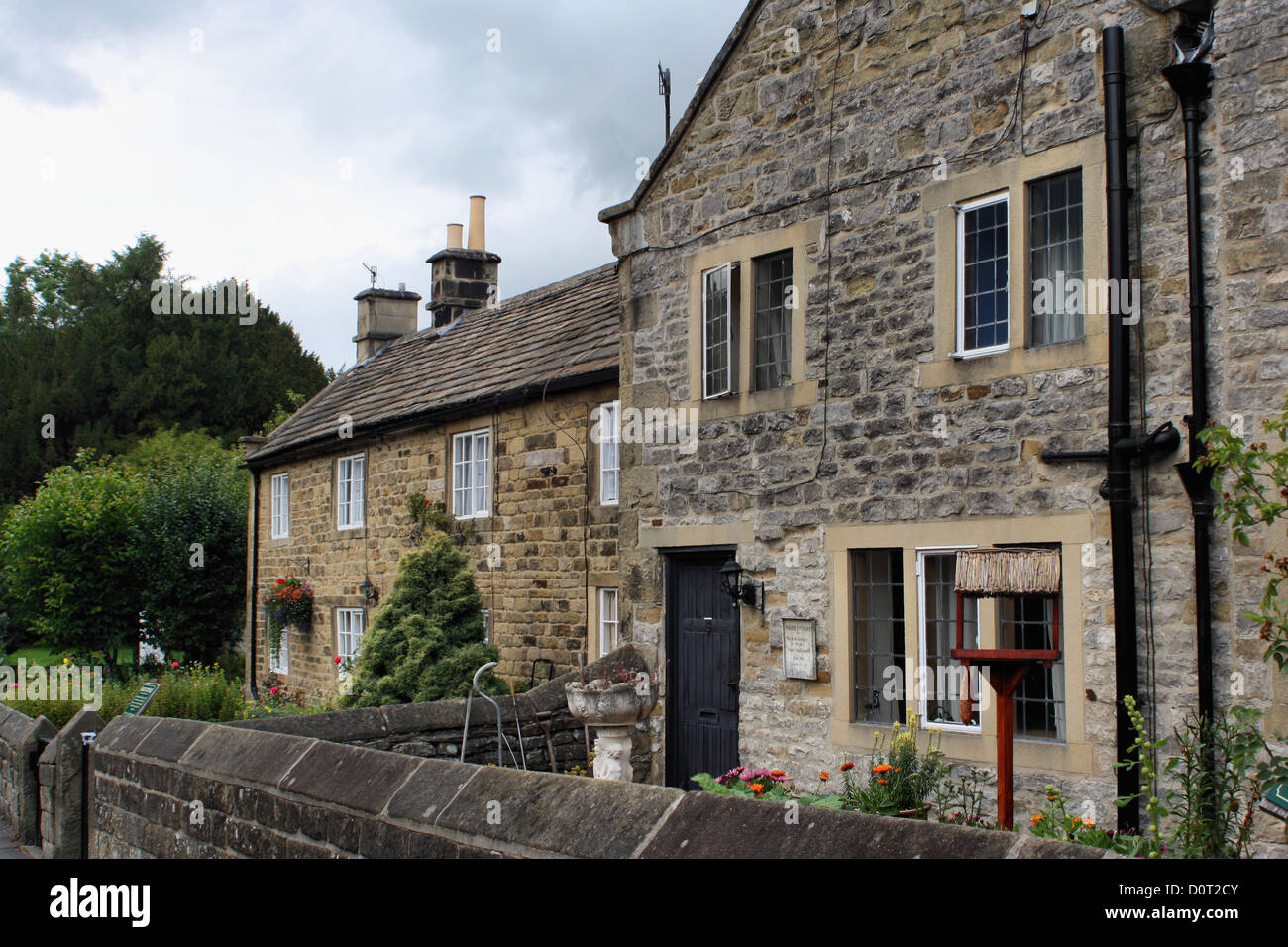 Village houses in Eyam that housed victims of the bubonic plague in 1665 - Stock Image