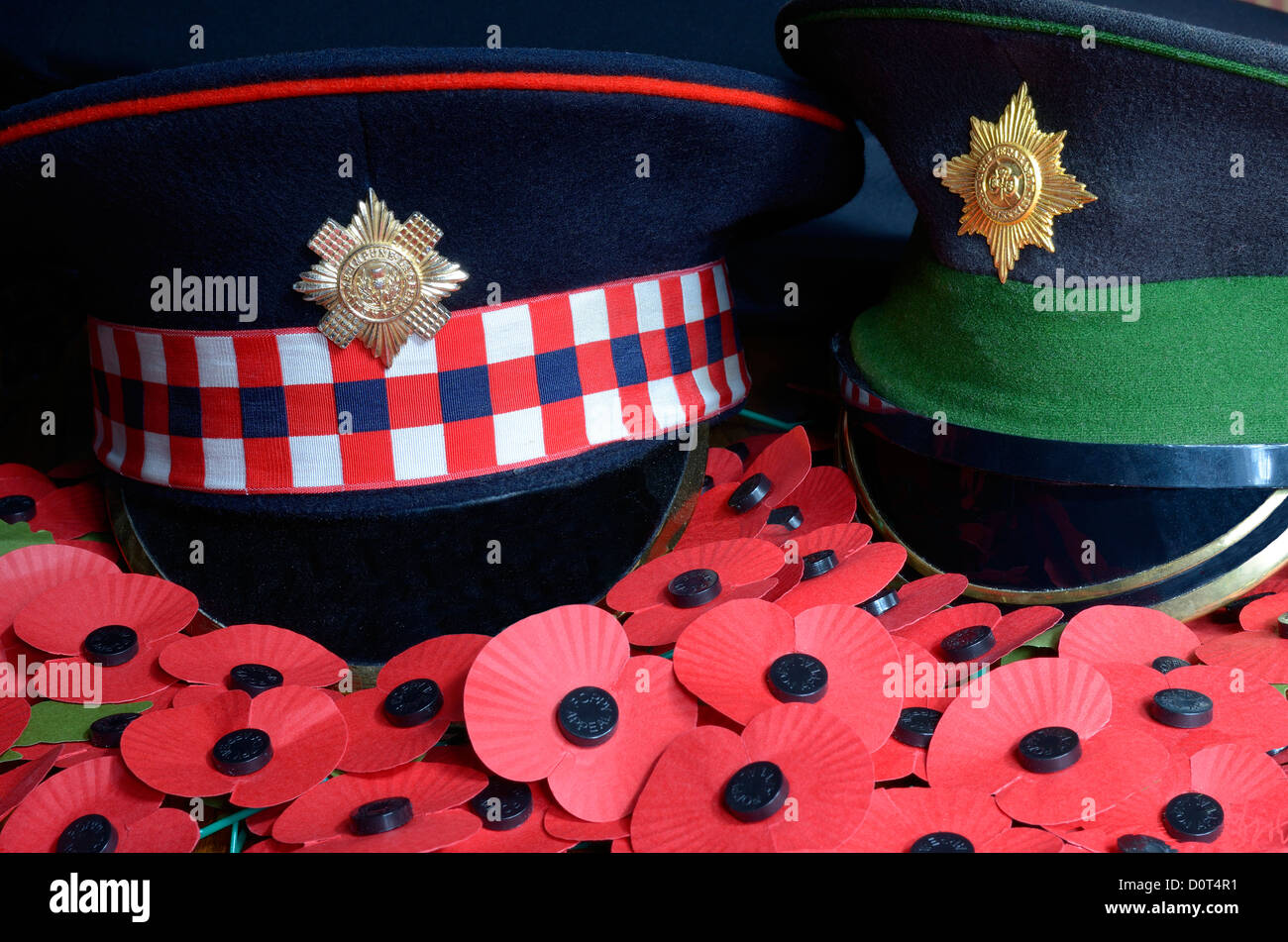 SCOTS GUARDS AND IRISH GUARDS DRESS CAPS IN A SEA OF REMEMBRANCE POPPIES - Stock Image