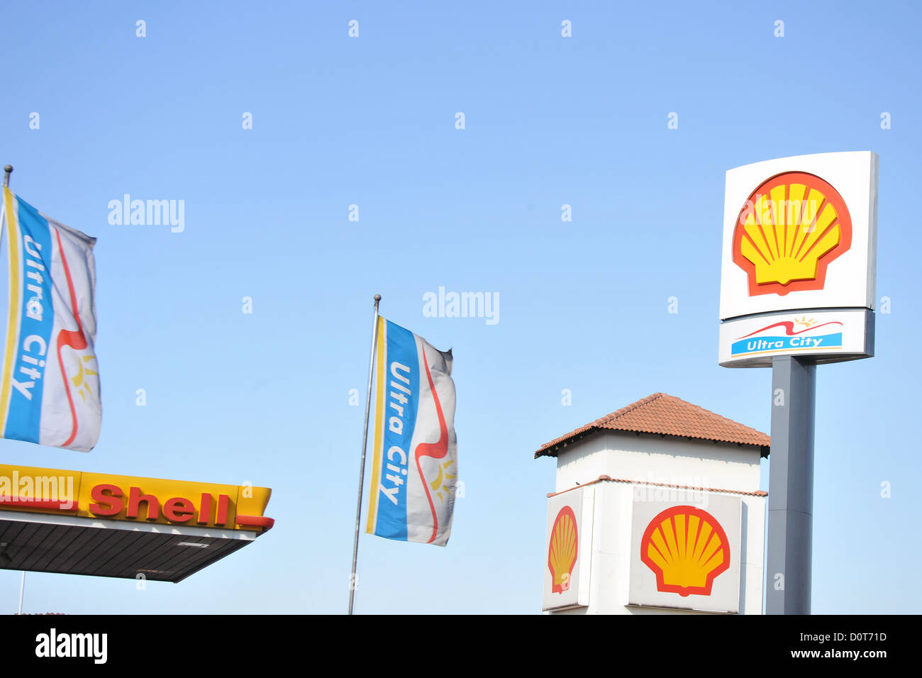 Arco Gas Prices >> Gas Station Signs Stock Photos & Gas Station Signs Stock ...