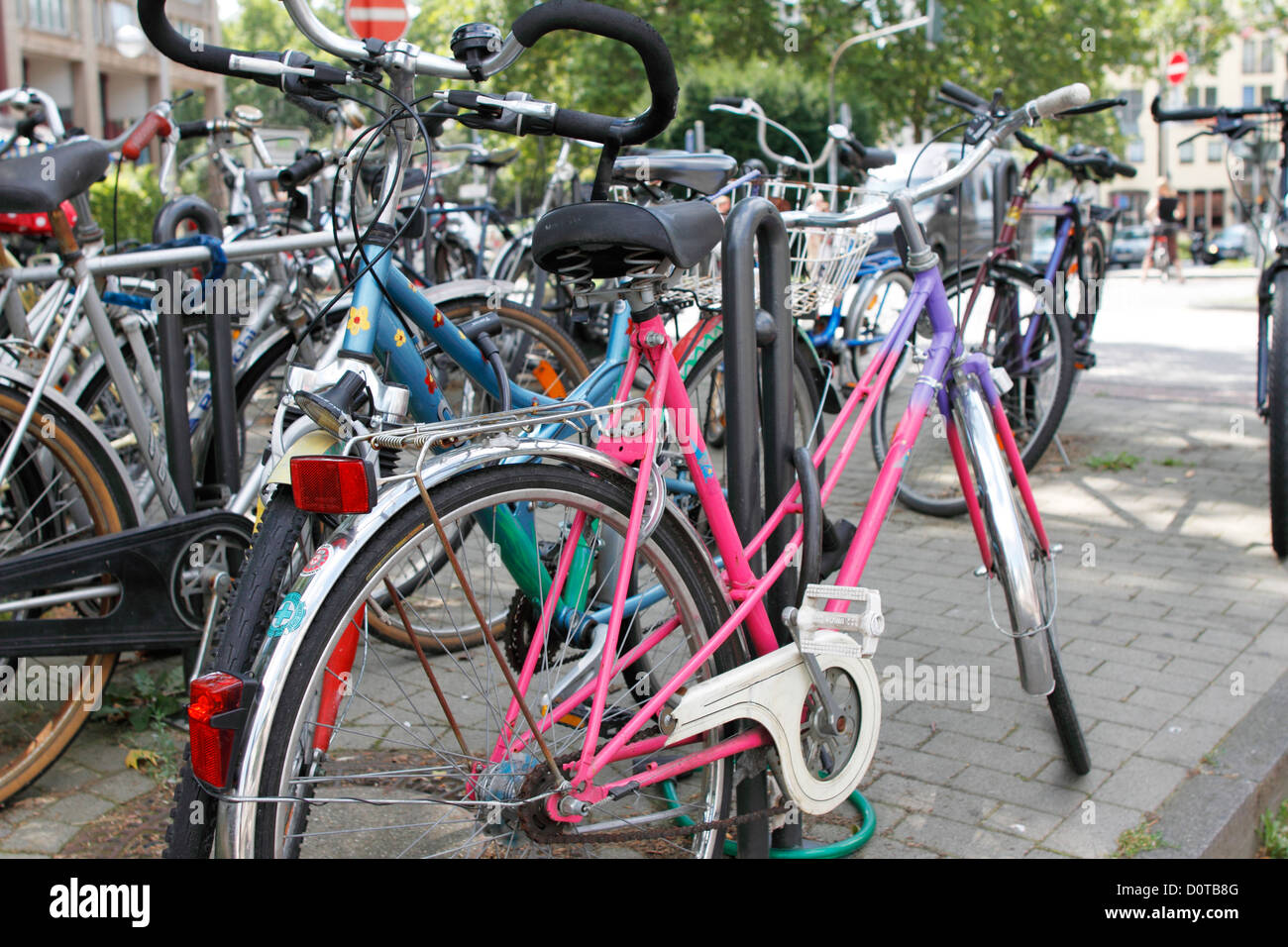 bicycles, bikes, traffic, park possibility, park, possibilities, bicycle stands, bicycle stands, traffic flood, - Stock Image
