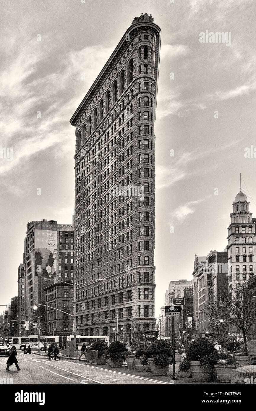 Flatiron Building view from the edge of Madison Square Park at twilight. - Stock Image