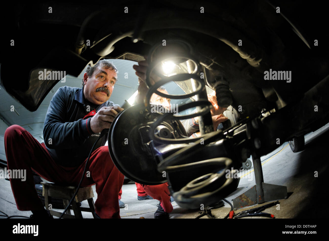 Mechanic working in auto garage - Stock Image