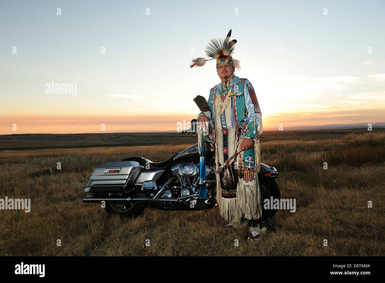 Sioux, Badlands, Stephen Yellowhawk, bike, badland, warriors, feathers, regalia, American Native, Lakota, South - Stock Image