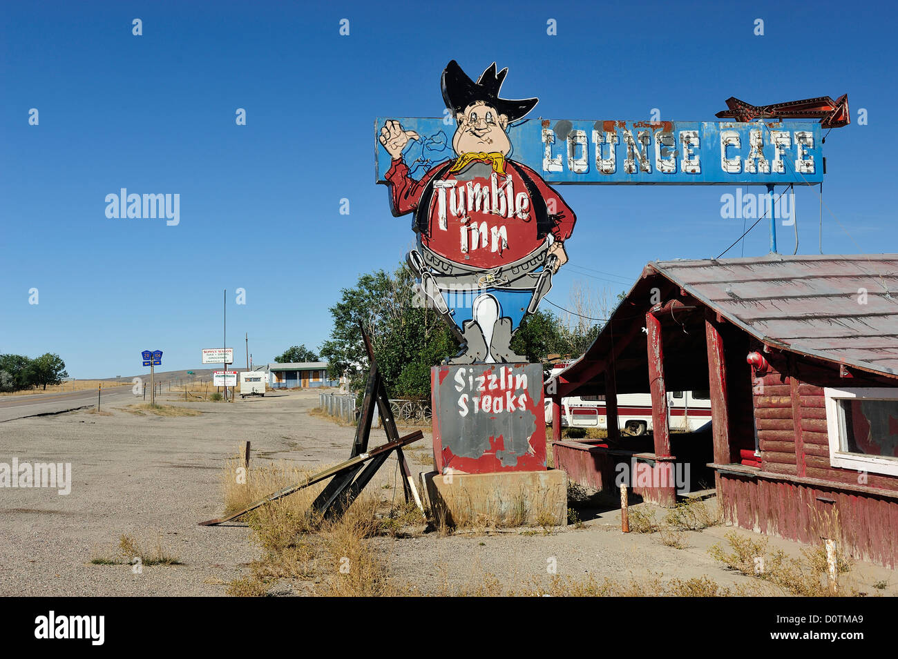 American, West, Abandoned cafe, Americana, decay, ghost town, lounge cafe, rural highway, empty - Stock Image