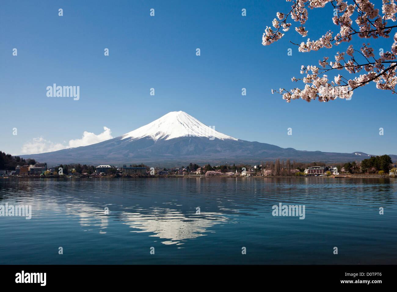 Japan, Asia, holiday, travel, Cherry blossoms, Yamaguchi, lake, Fuji, Mount Fuji, Fujiyama, landscape, mountain, snow, spring, v Stock Photo