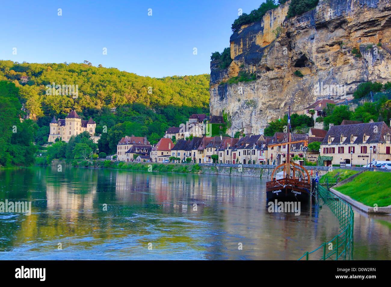 France, Europe, travel, Dordogne, La Roque Gageac, Malartie, Castle, architecture, medieval, reflection, river, Stock Photo