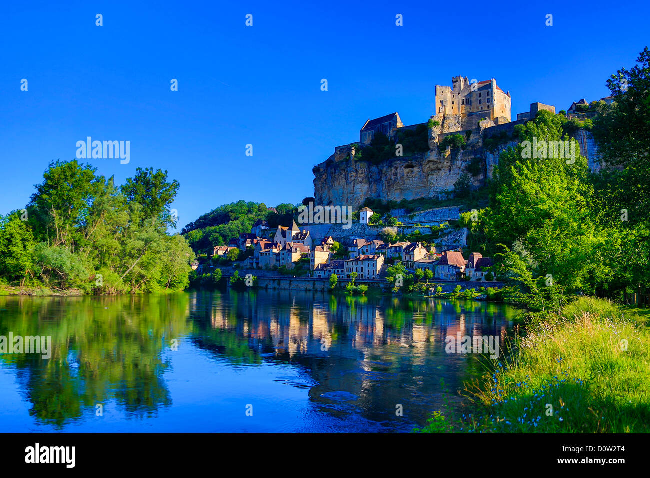 France, Europe, travel, Dordogne, Beynac, architecture, castle, landscape, medieval, morning, river, skyline, steep, - Stock Image