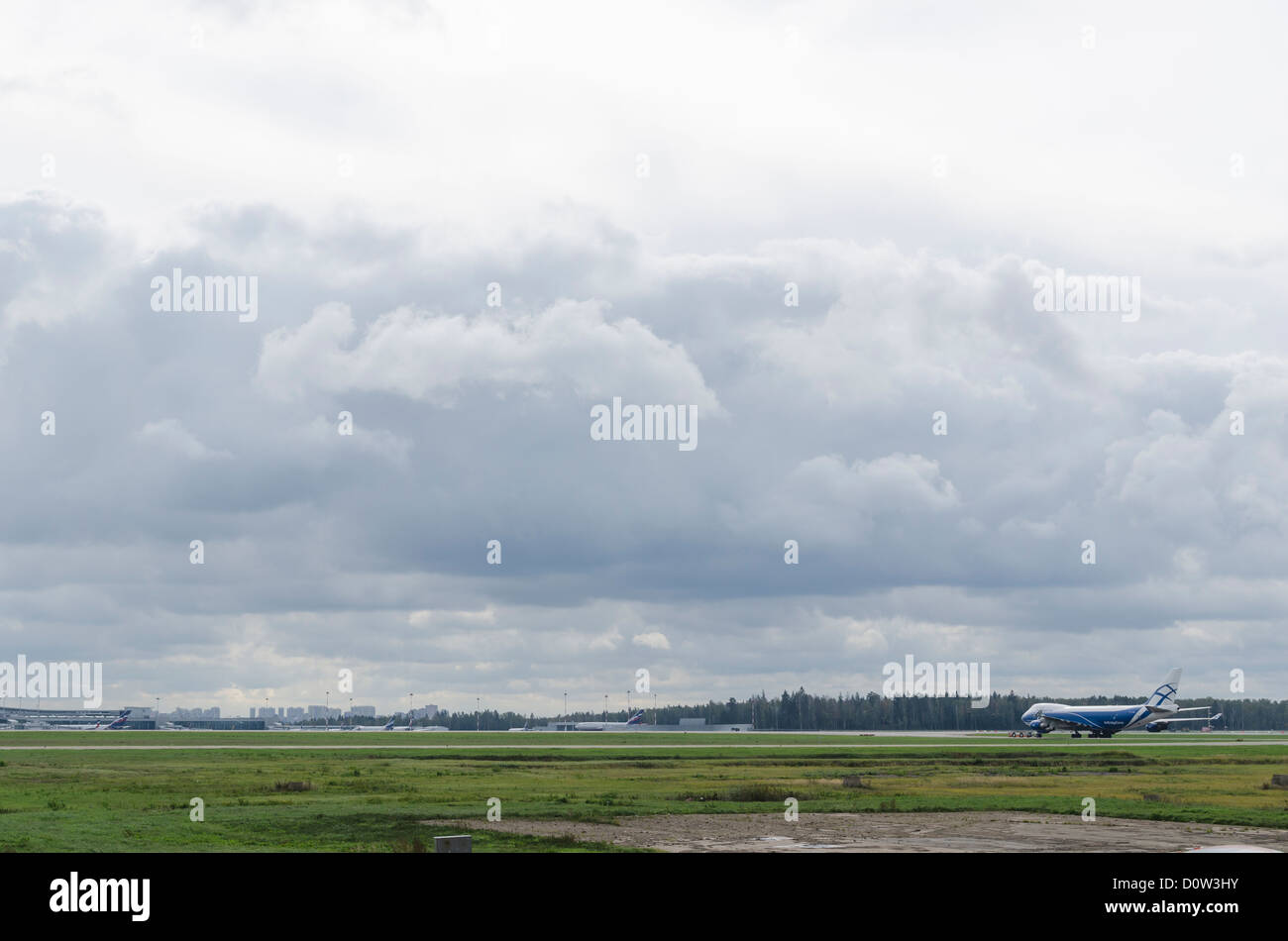 jet plane airport airfield cloudy clouds horizont - Stock Image