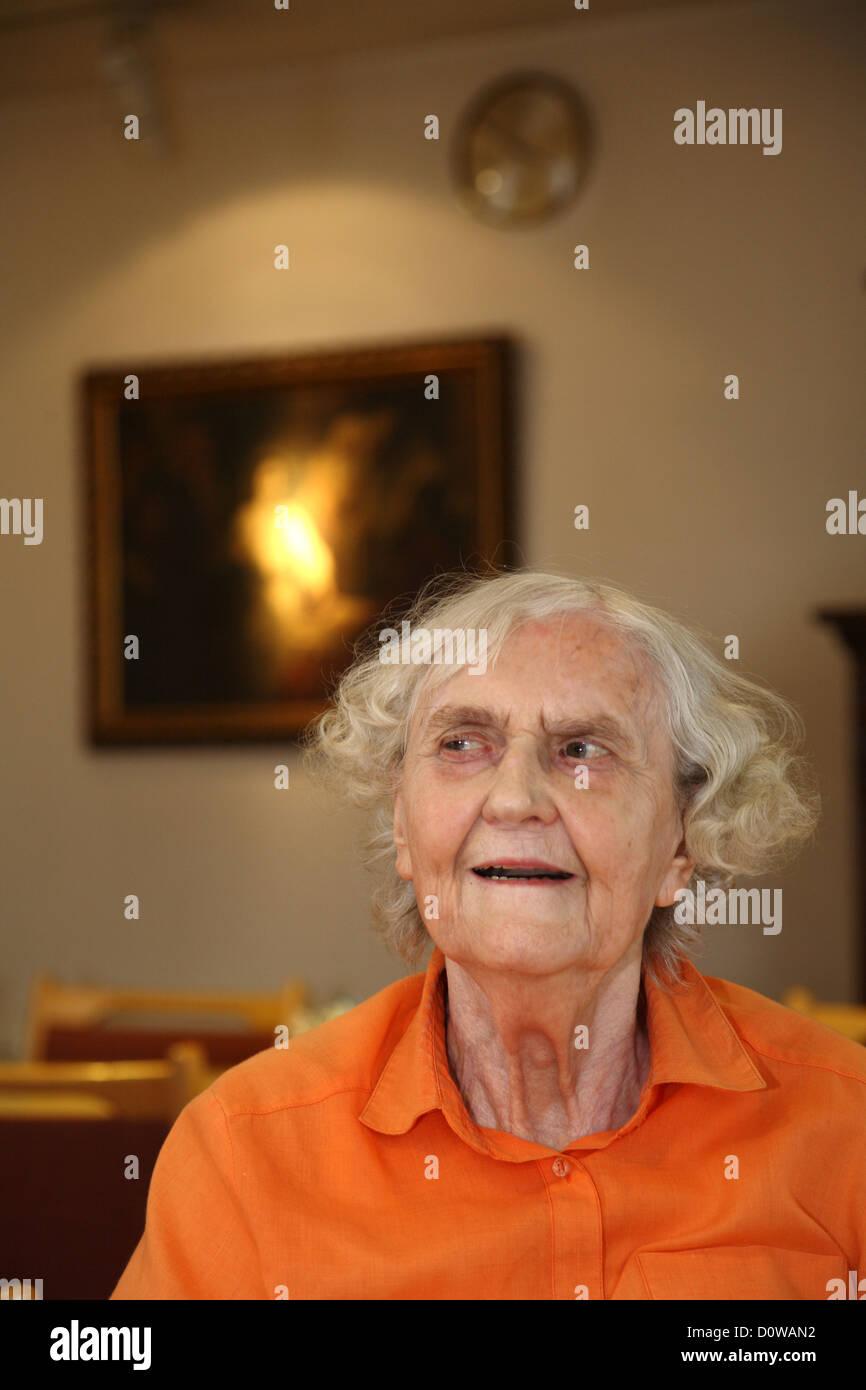 Berlin, Deutschland, eine alte Dame im Seniorenheim - Stock Image