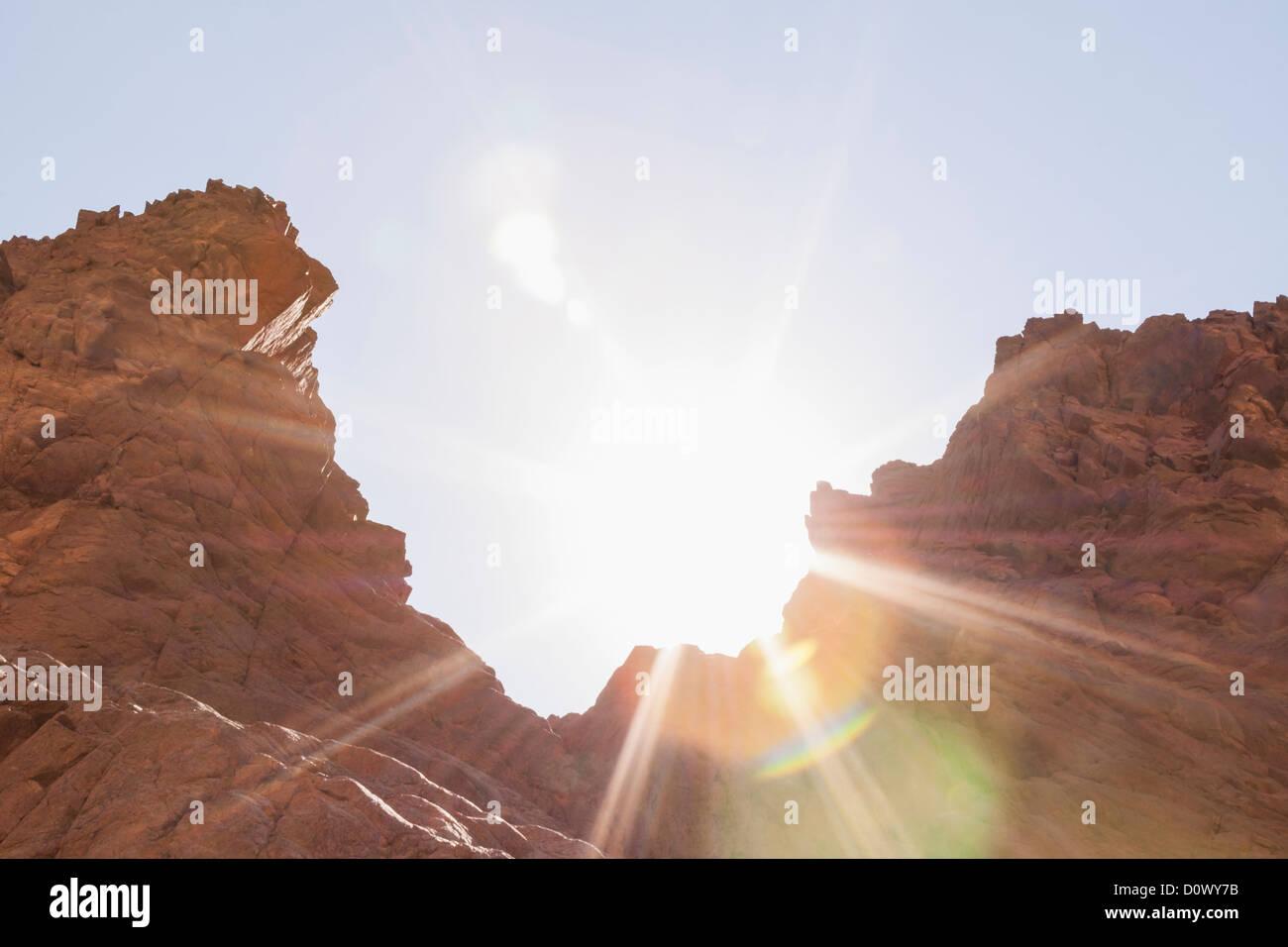 Desert rocks with solar flare, Sinai, Egypt - Stock Image