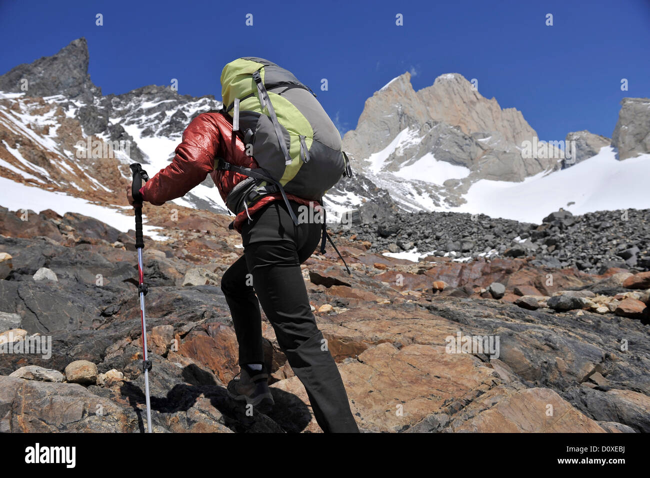 Woman hikes to the lookout point at Cerro Electrico, El Chalten, Argentina - Stock Image