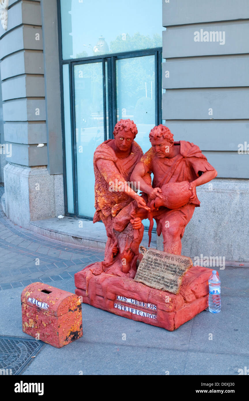 Living sculpture: The petrified twins. Madrid, Spain. - Stock Image