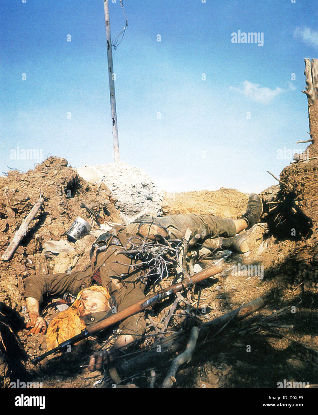 World War 2, Italy, dead, German, soldier, Wehrmacht, gun, World War II, Southern Italy, 1943 - Stock Image