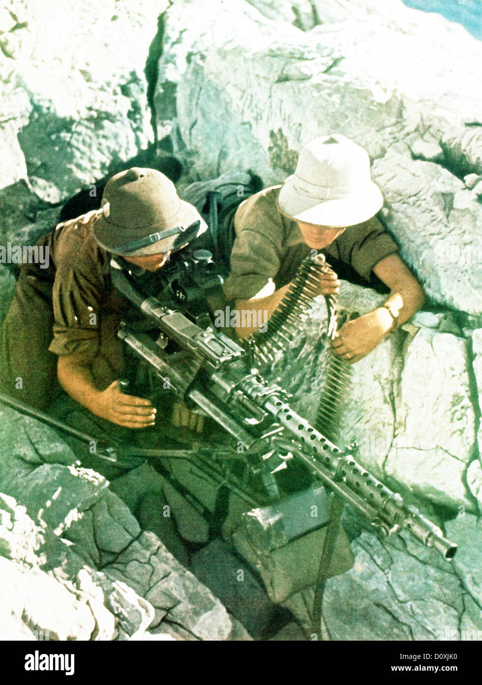 1942, German Africa, corps, MG, machine gun, gun, crew, rocky, emplacement, Desert, soldiers, African Campaign, - Stock Image
