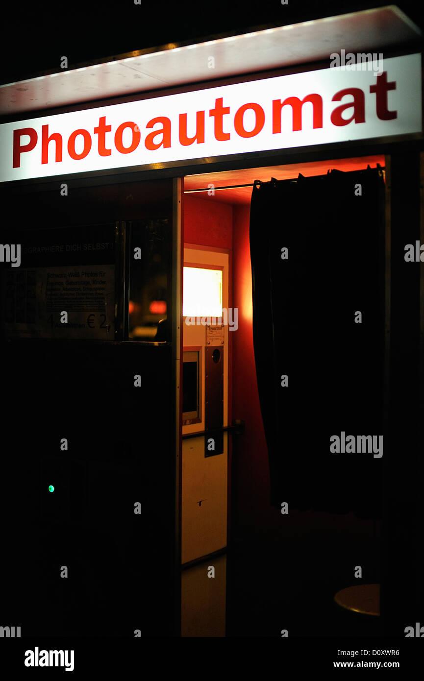 photoautomat stock photos photoautomat stock images alamy. Black Bedroom Furniture Sets. Home Design Ideas