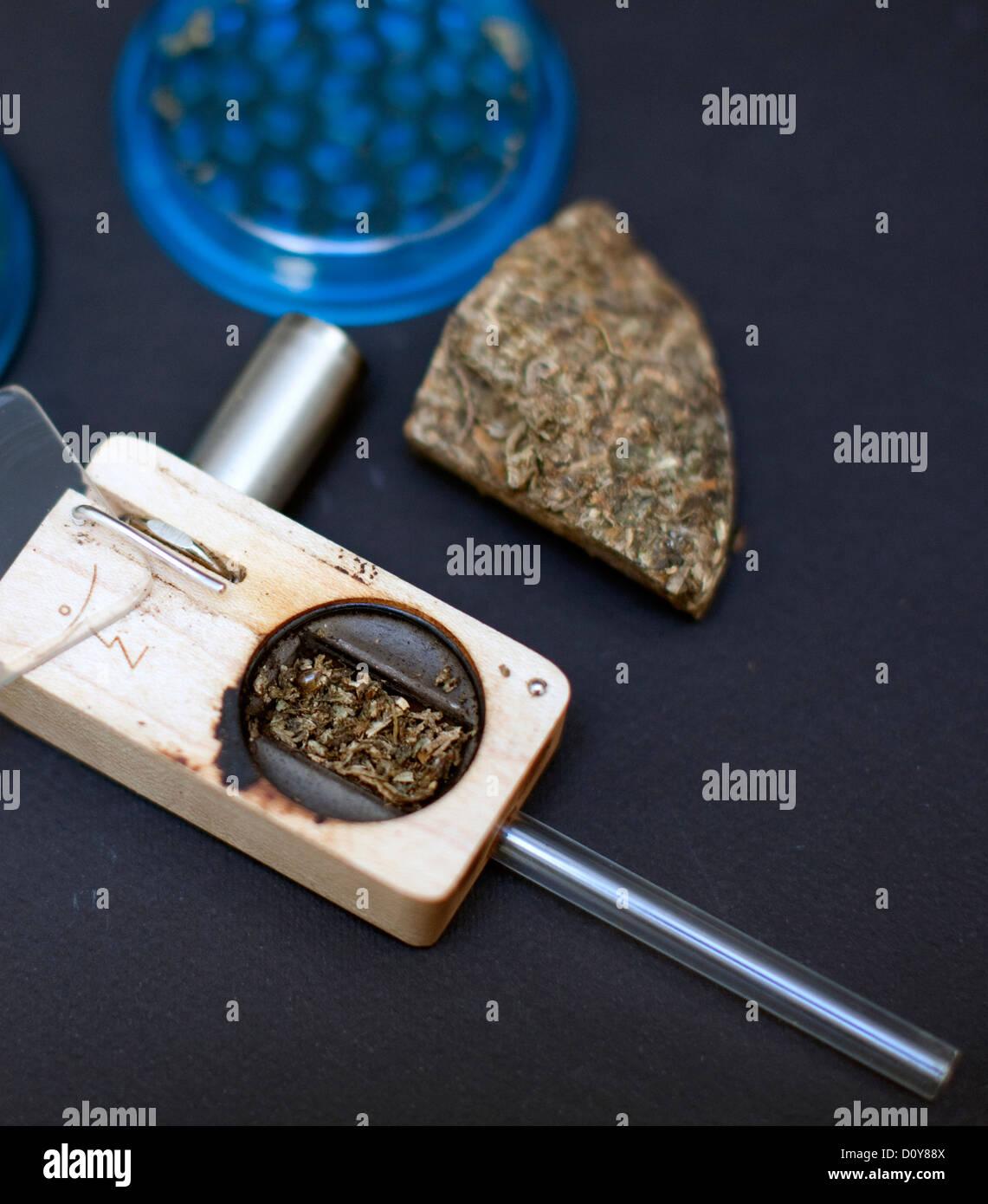 Battery-powered vaporiser for enjoying smoke-free marijuana, London - Stock Image