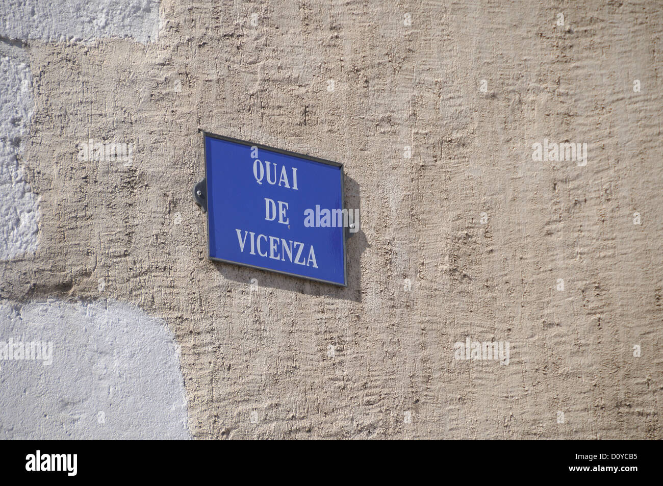 Blue sign on a plastered wall saying 'Quai de Vicenza'.   Annecy, France. - Stock Image