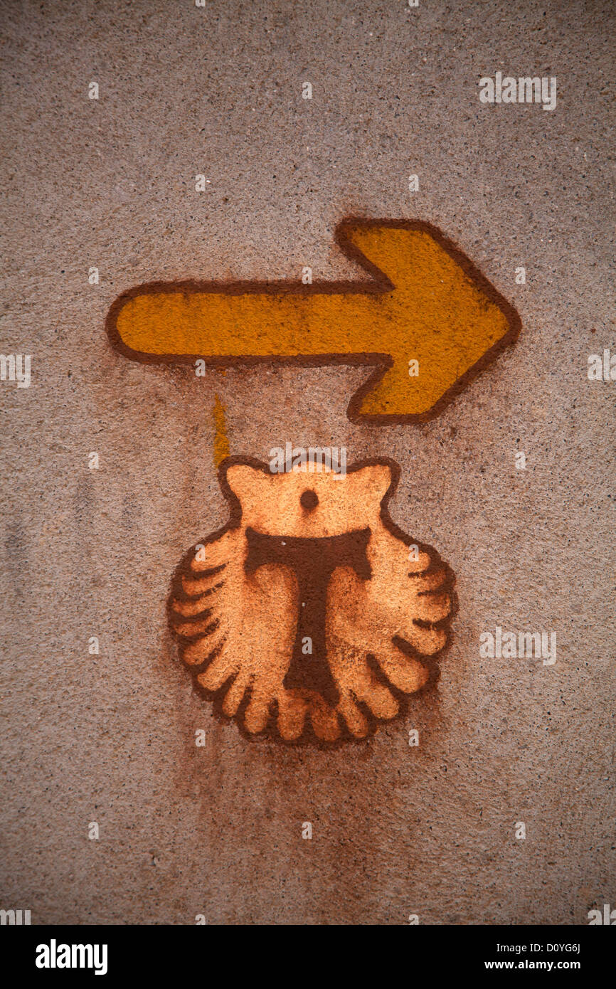 Scallop shell and yellow arrow, way-maker for the Camino to Santiago de Compostela, the French Route the Way of - Stock Image