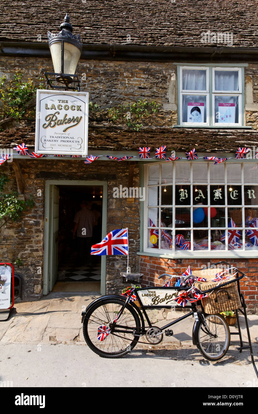 Bicycle outside Lacock Bakery, Lacock village, Wiltshire, England - Stock Image