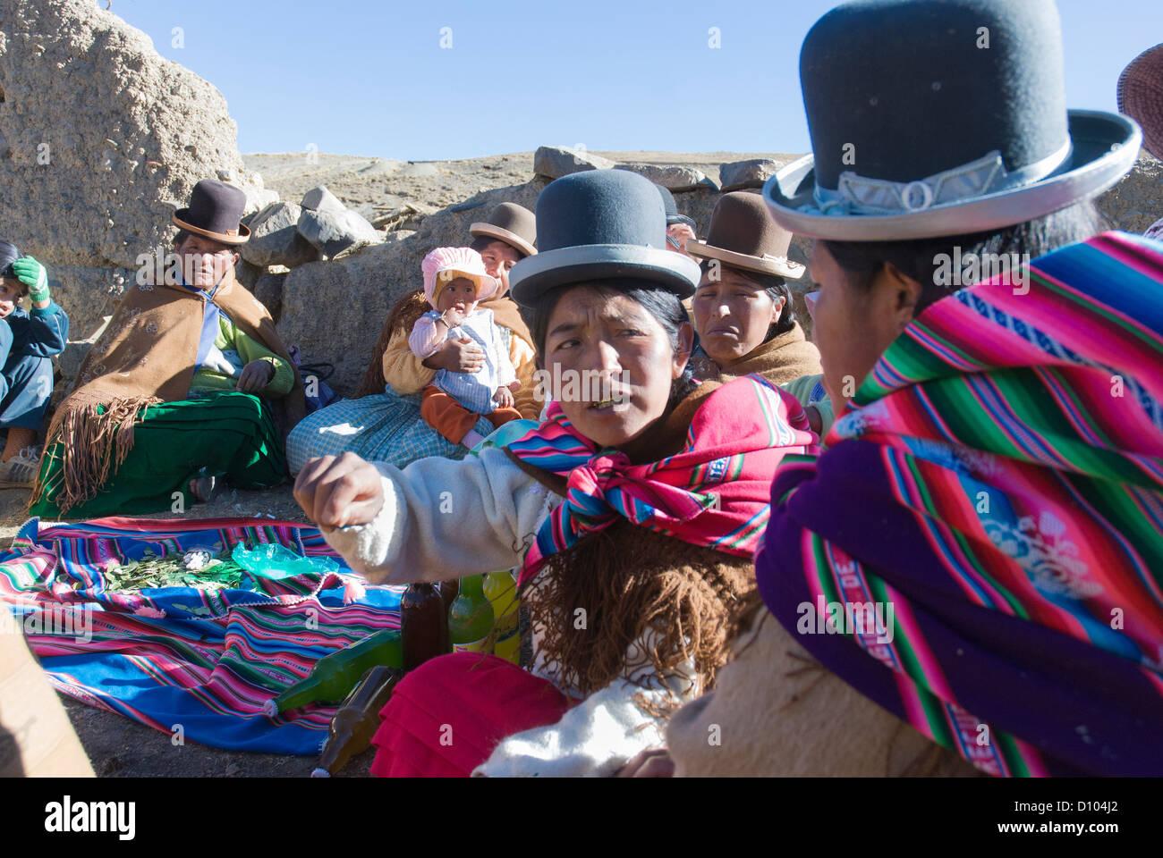 Meeting of aymara women in the Cordillera Real - Stock Image