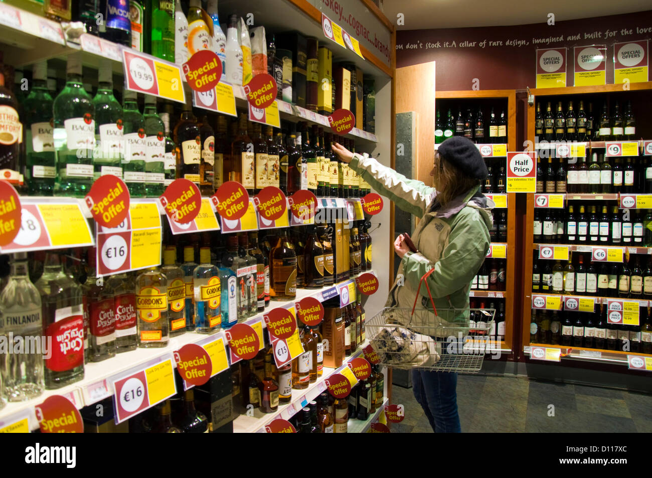 Dungloe, County Donegal, Ireland. A woman in a supermarket looks at Irish whiskey before the sixth austerity budget - Stock Image