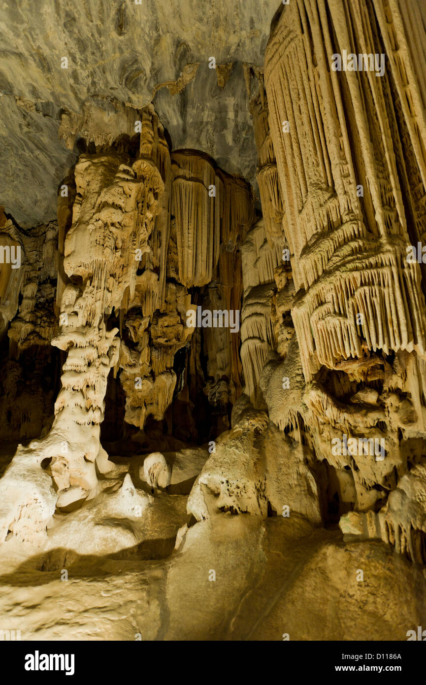 Stalactites and stalagmites in Van Zyl's Hall inside the Cango Caves, Oudtshoorn, Western Cape, South Africa - Stock Image