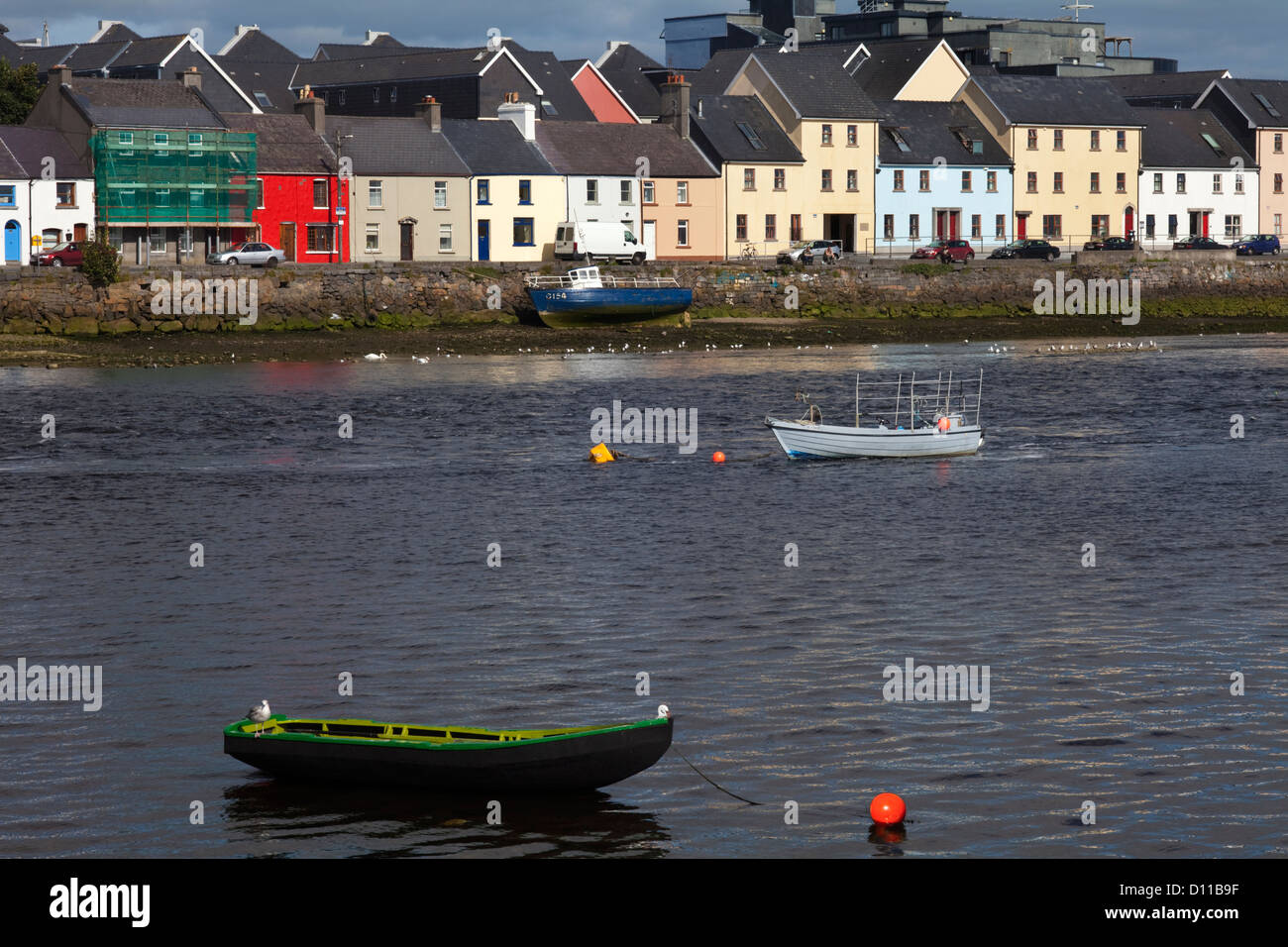 Currach in the River Corrib by the Long Walk, Galway City, Ireland - Stock Image