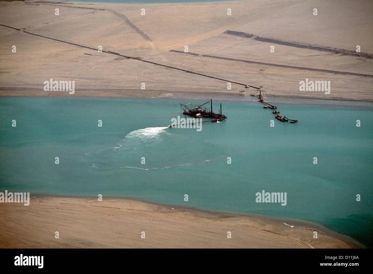 Dubai UAE Dredging In Dubai Creek Stock Photo: 52282002 - Alamy