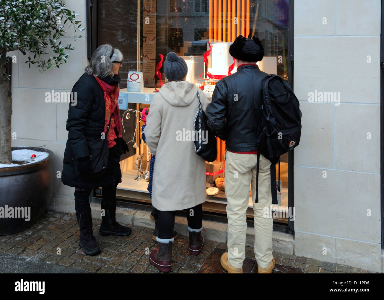 Window shopping at the Georg Jensen silversmith life style shop's Christmas display on pedestrian street Strøget, - Stock Image