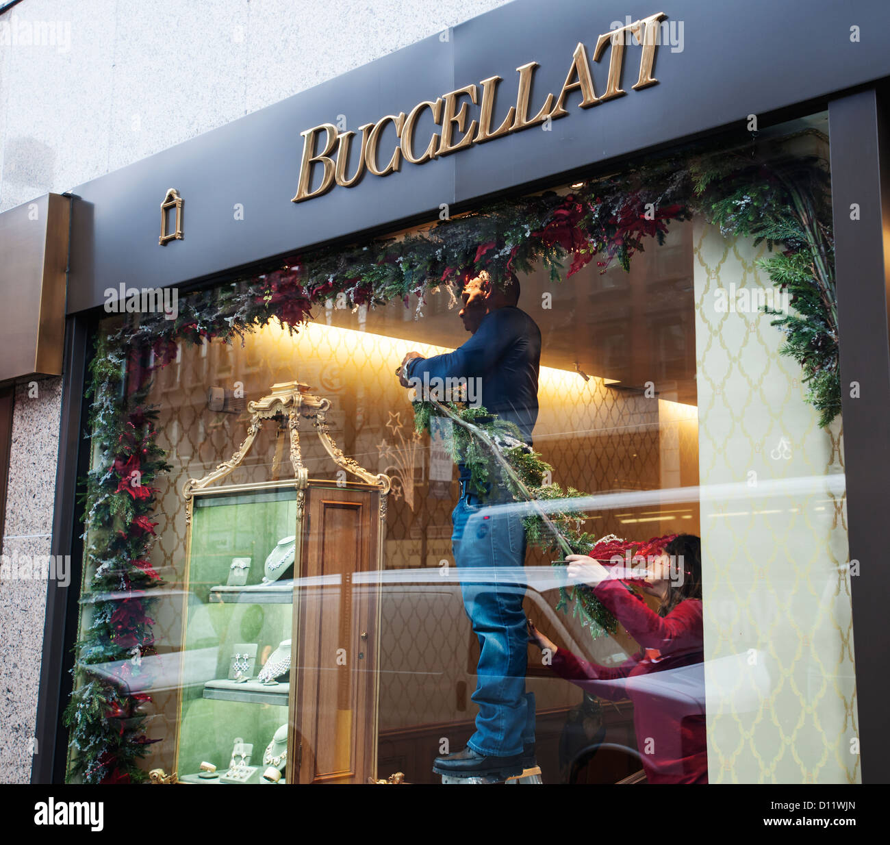 Buccellati on Madison Avenue in New York decorates its store for the Christmas shopping season - Stock Image