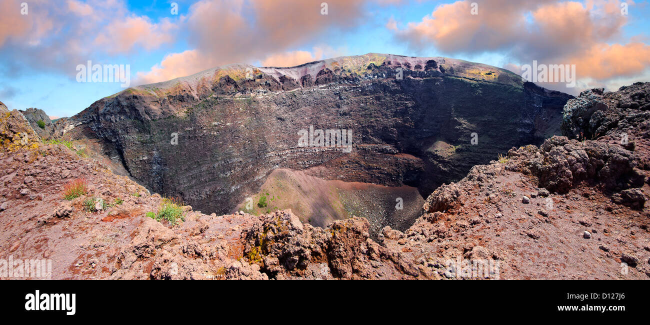 The volcanic crater of Mount Vesuvius, Italy  - Stock Image
