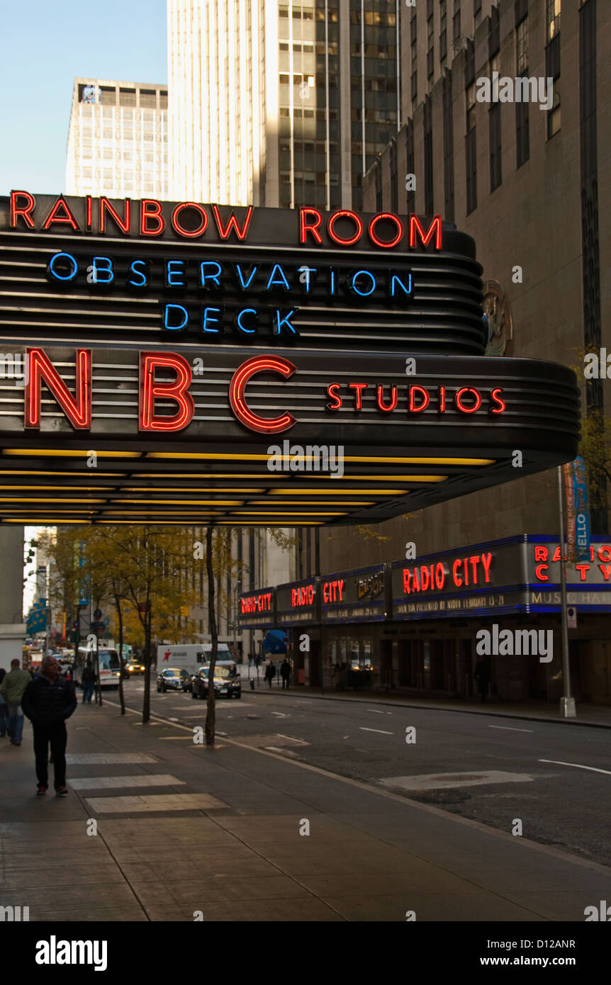 rockefeller center outside of nbc studios with radio city music hall in the background - Stock Image