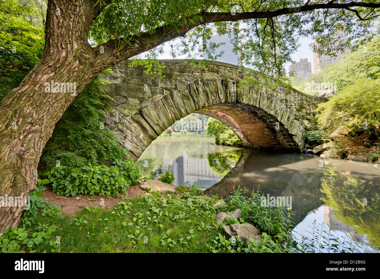 A stone bridge, Gapstow Bridge, in Central Park, NY. - Stock Image