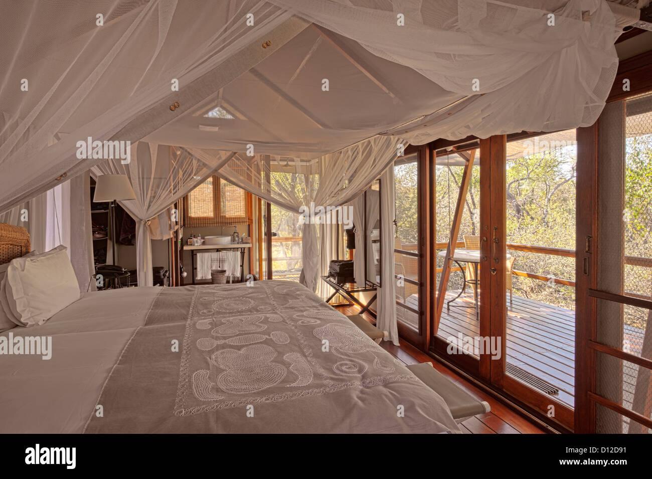Luxury tented accommodation at Mushara Bush Camp, Mushara Lodge, Etosha, Oshikoto Region, Namibia, Africa - Stock Image