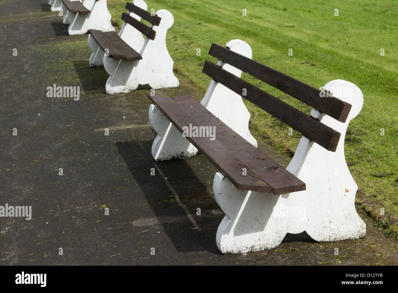 Amazing Concrete And Wood Bench Seats Round The Crown Bowling Green Gmtry Best Dining Table And Chair Ideas Images Gmtryco