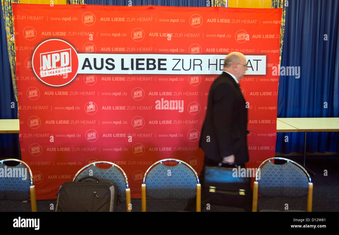 Chairman of the right-extremist National Democratic Party of Germany (NPD) in Saarland, Peter Marx, leaves the stage - Stock Image