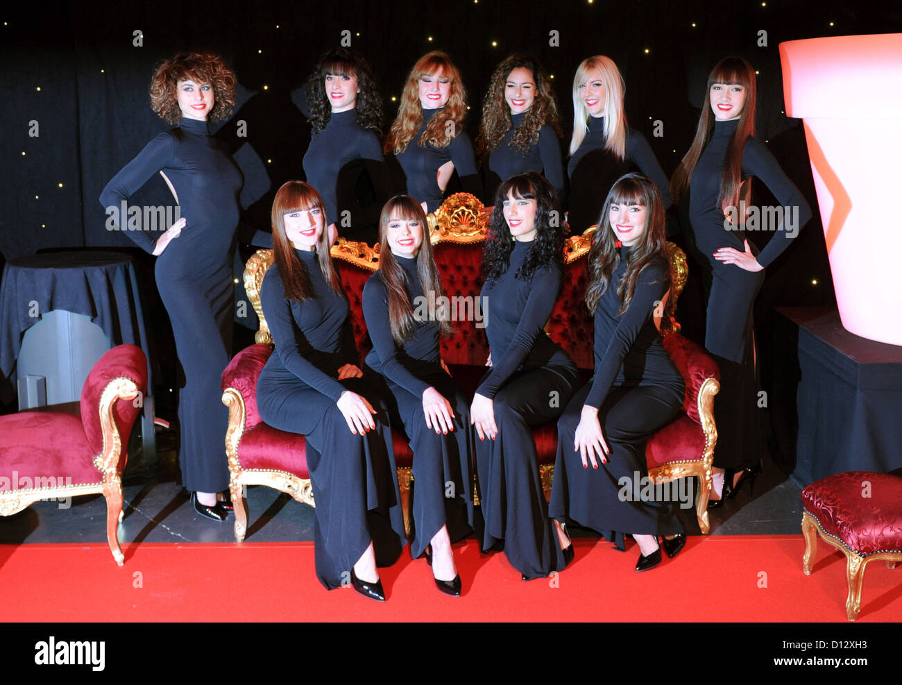 Dancers pose for a group photo pior to the premiere of the show 'Forever Crazy' of the Paris theatre Crazy - Stock Image