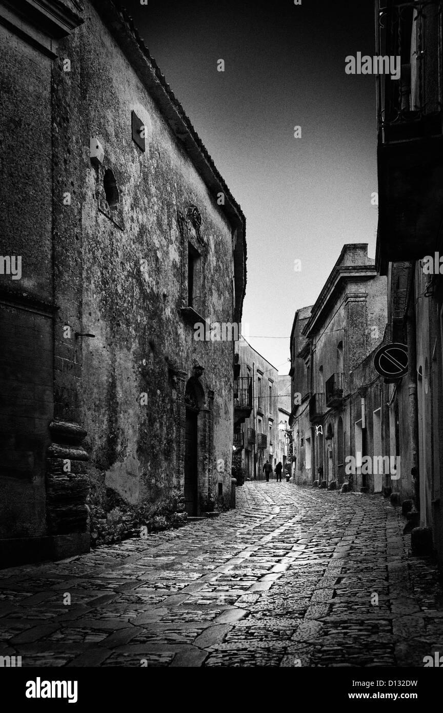 Narrow cobblestone path illuminated by moonlight - Stock Image