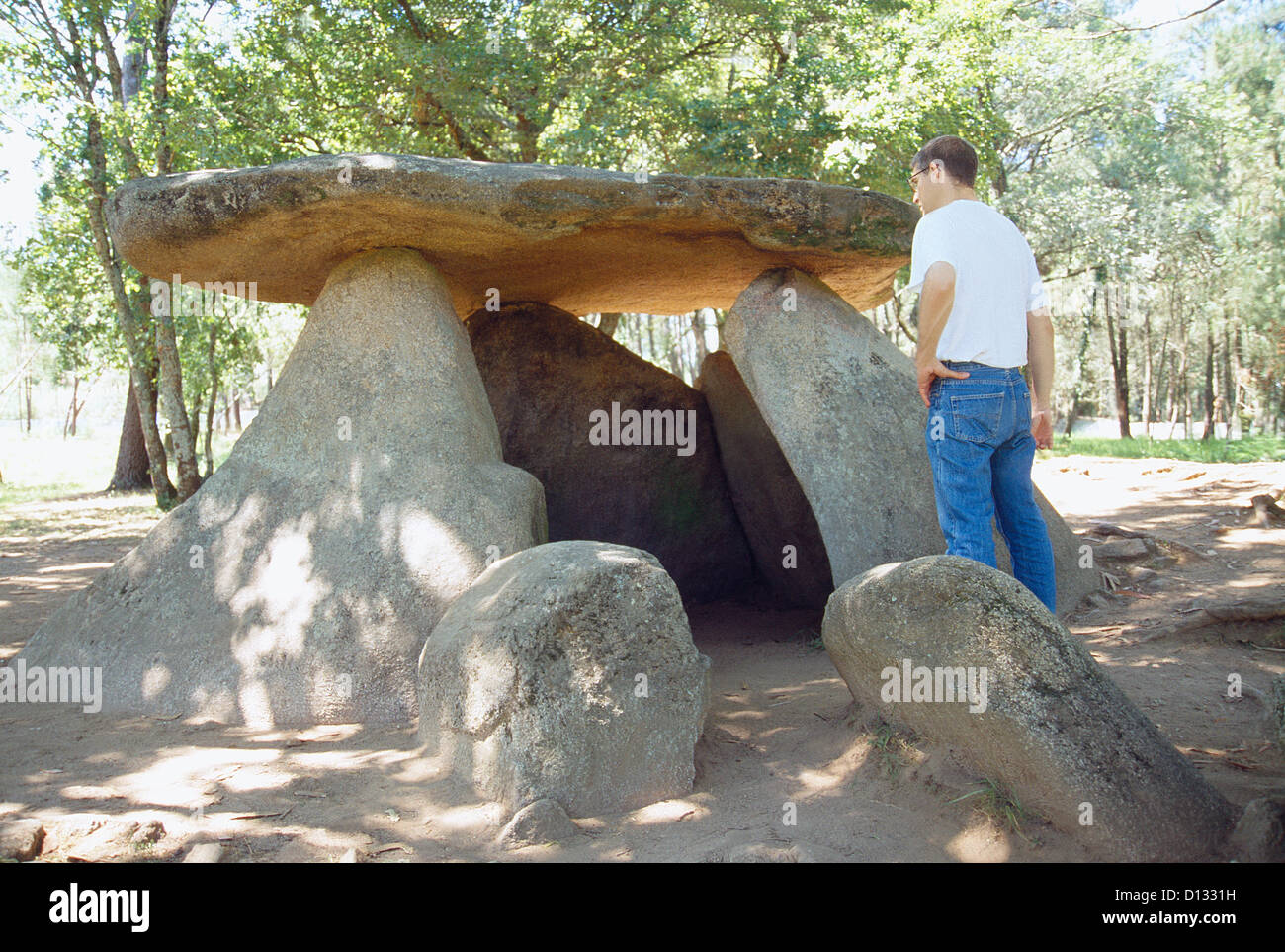 Axeitos dolmen. Dunas de Corrubedo Nature Reserve, La Coruña province, Galicia, Spain. - Stock Image