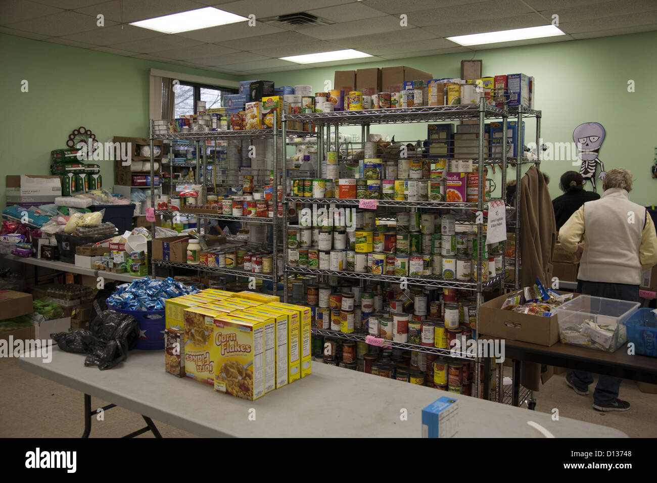 Hurricane Sandy Relief Center along the Jersey Shore in Monmouth County, New Jersey. Food Pantry - Stock Image