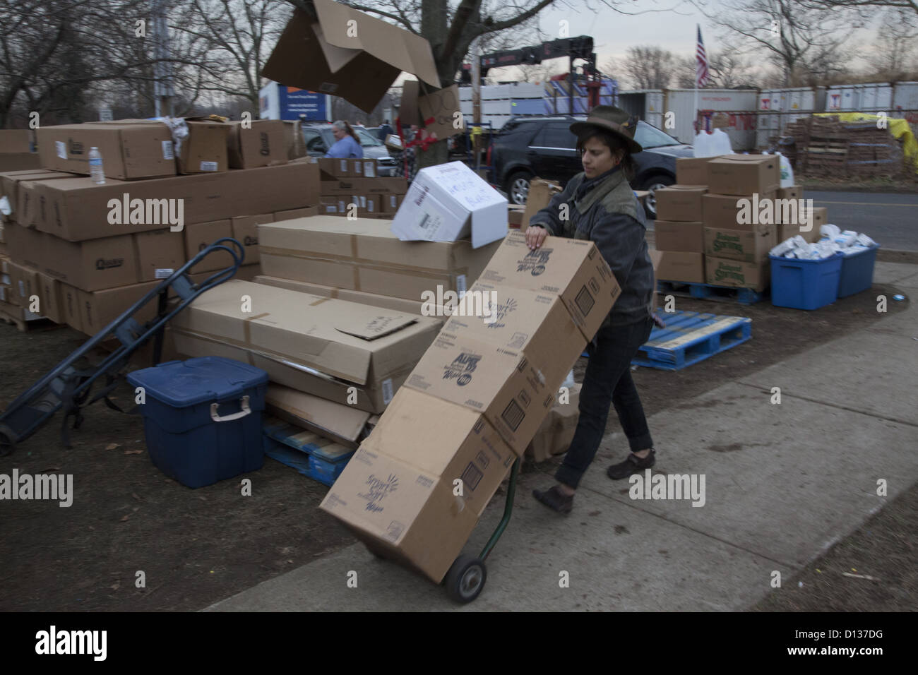 Hurricane Sandy Relief Center along the Jersey Shore in Monmouth County, New Jersey Volunteer stockpiles supplies - Stock Image