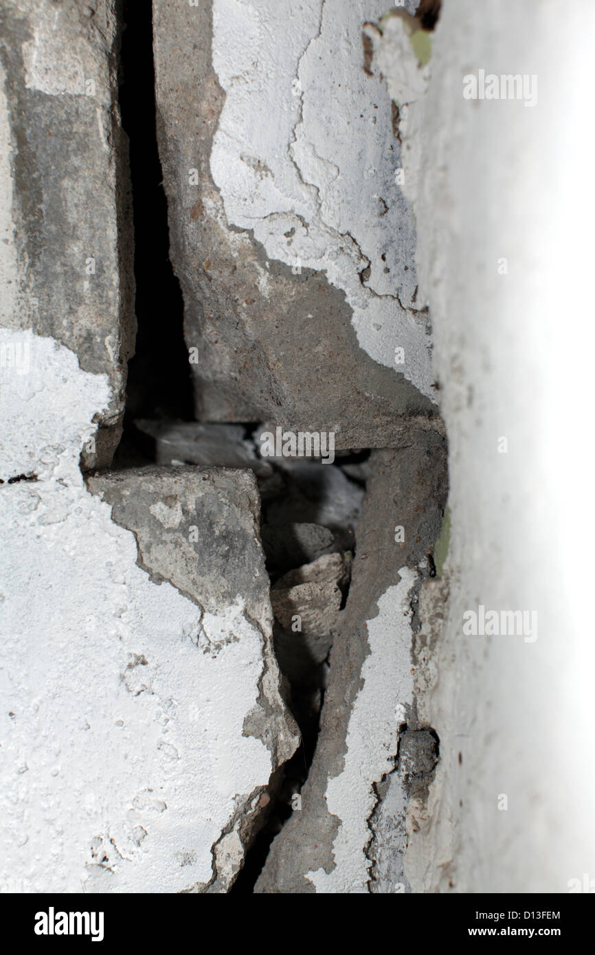 Crack in concrete block wall. - Stock Image
