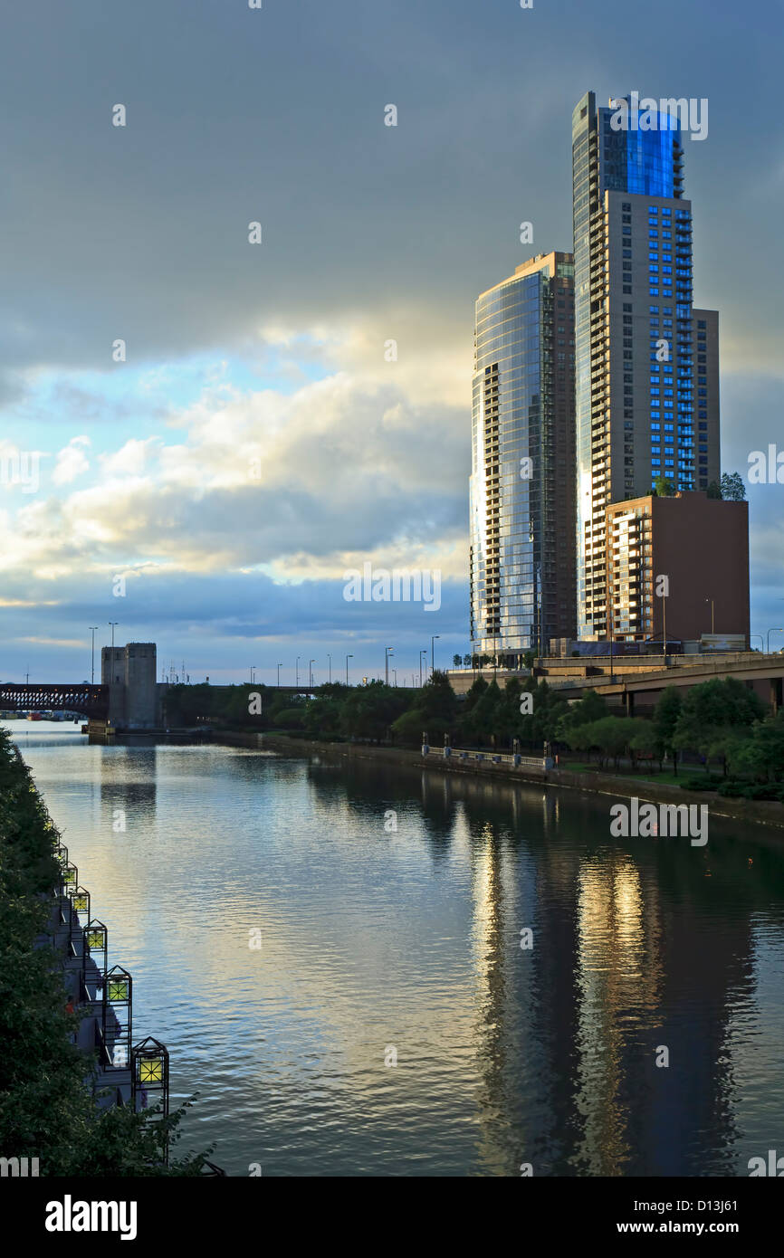 Modern buildings and Chicago River, Chicago, Illinois USA - Stock Image