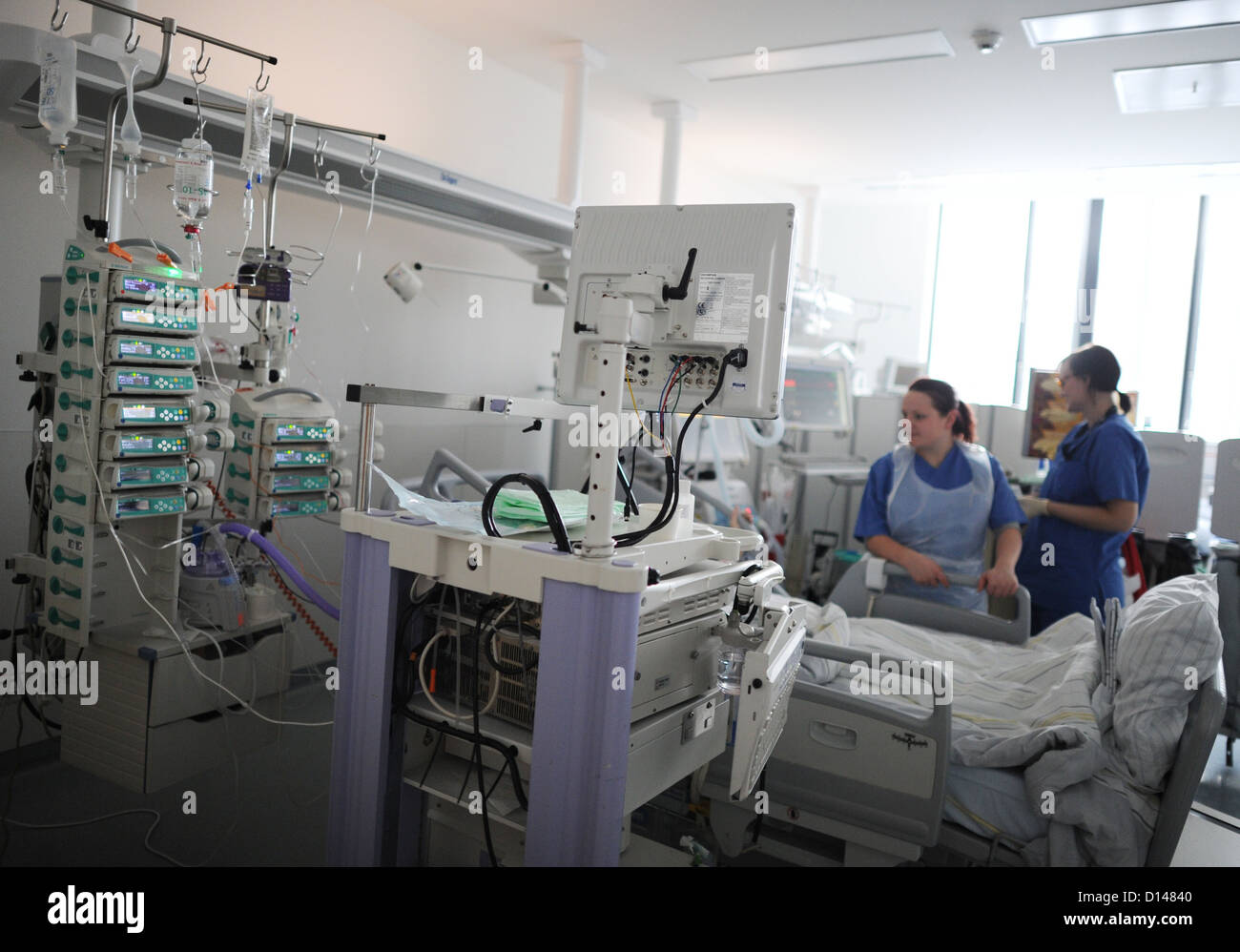 A team of ICU nurses tend to a patient at the Intensive Care Unit at the university hospital in Hamburg-Eppedorf, - Stock Image